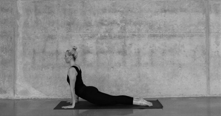 美姿勢は腹筋を「緩める」のがポイント!?姿勢改善に役立つアザラシのポーズ
